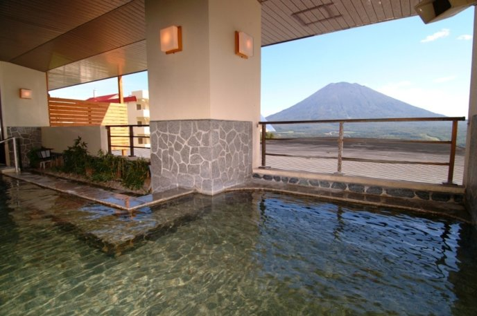 Hirafu Tei Ladies Routenburo Outdoor Pool Yotei View