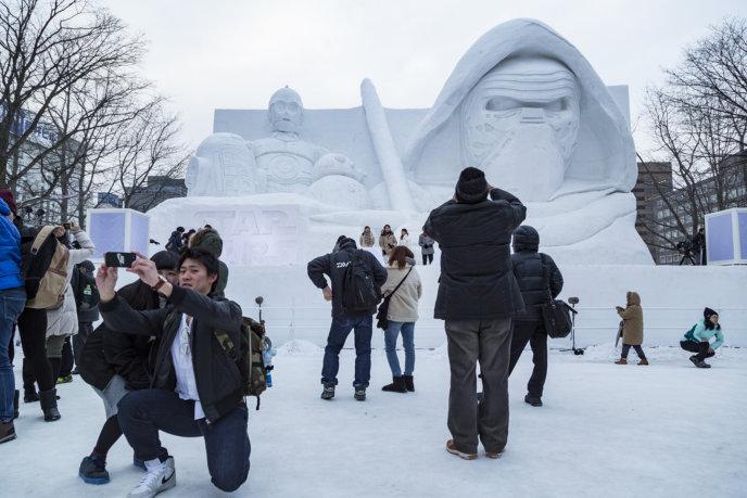 Snow Festival Sapporo Star Wars Statue 2017 02 06 0112