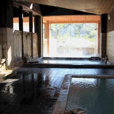 Goshiki Onsen Interior Pool And Showers
