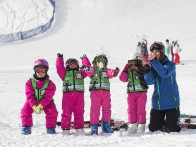kids-ski-free-niseko